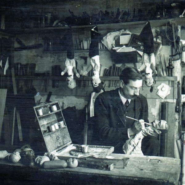 L'atelier de marionnettiste au 19e siècle.